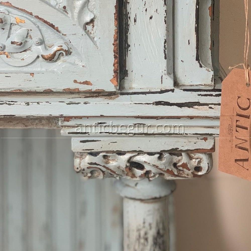 En el Taller de ANTIC BEGUR ofrecemos una amplia gama de servicios y productos, desde la venta de muebles antiguos decorados en los estilos y tendencias del momento, hasta la restauración de tus propios muebles antiguos, pasando por los materiales y soportes por si quieres probar por ti mismo el mundo fascinante de la decoración.