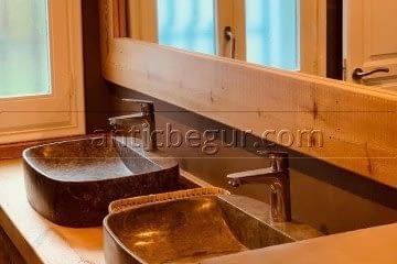 antic-begur-reforma-construccion-bano-madera-microcemento-1