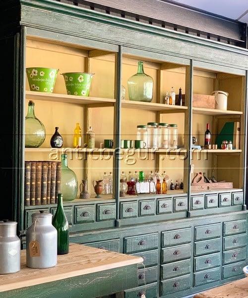 Librerías y vitrinas recuperadas Antic Begur