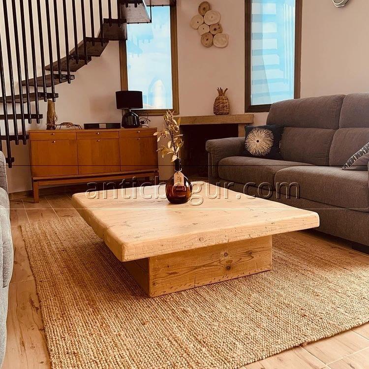 Una mesa de pino viejo