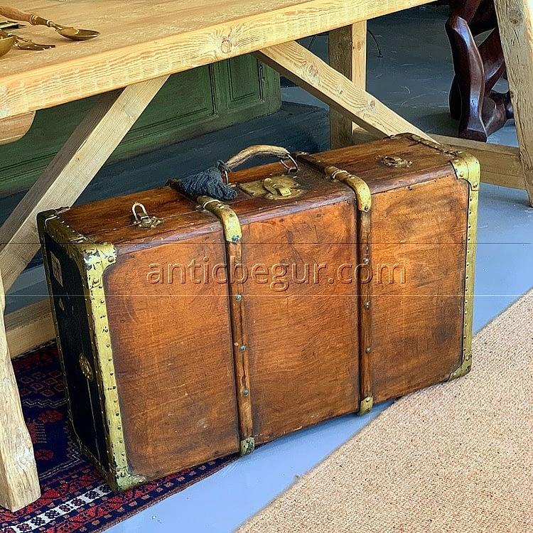 pieza unica maleta anticuario begur